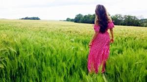 нати-ко-nati-ko-замки-луары-loire-франция-поле-девушка-сарафан-maison-de-la-robe-кудрявые-волосы