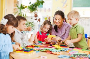 1377156406_nursery-teacher-playing-with-kids