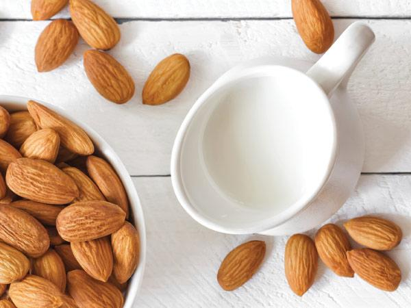 Remove sun tan with almond and milk