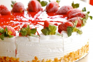 83004332_large_4278666_4841300938_50c1cd9c24_strawberry_ice_cream_cake_at_dessert_corner_l