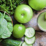 Почему включать в свой рацион зеленые смузи и соки надо постепенно? И при чем здесь микробиом?